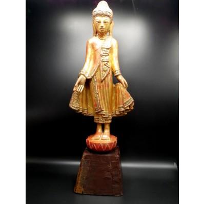 Statue bouddha Birmanie: bouddha en varada mudra milieu XXème
