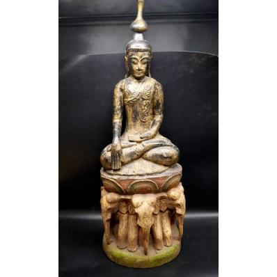 Très grand bouddha Birman en bhumisparsha mudra