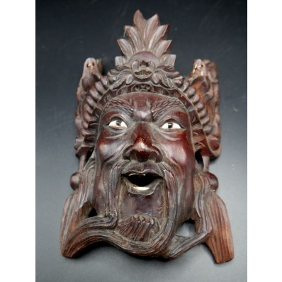 Masque en bois chinois XXème