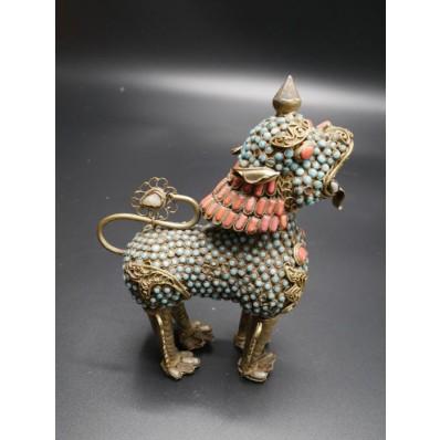 Lion tibétain en  corail et turquoises