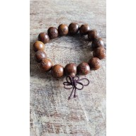 Bracelet mala en bois de santal brun