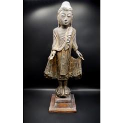 Grand bouddha birman varada mudra