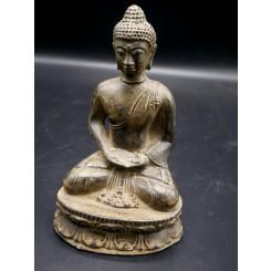 Statue balinais balinais en méditation